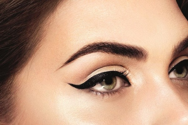 How to Apply Eyeliner to Accentuate Your Eyes