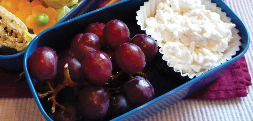Low fat cheese and grapes