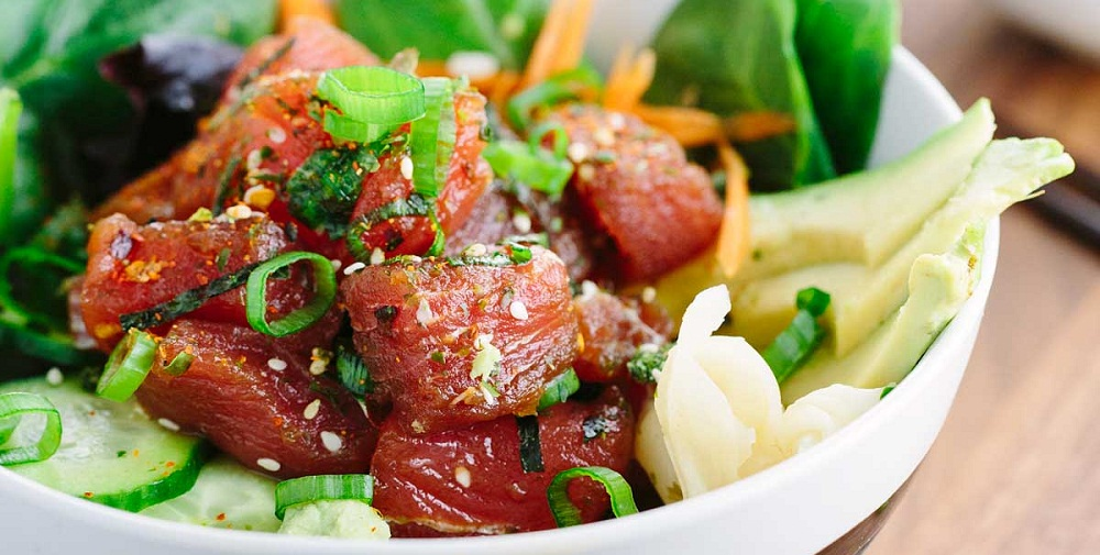 homemade-poke-bowls-with-ahi-tuna-and-vegetables