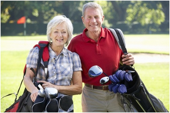 playing-golf-for-seniors-to-burn-calories
