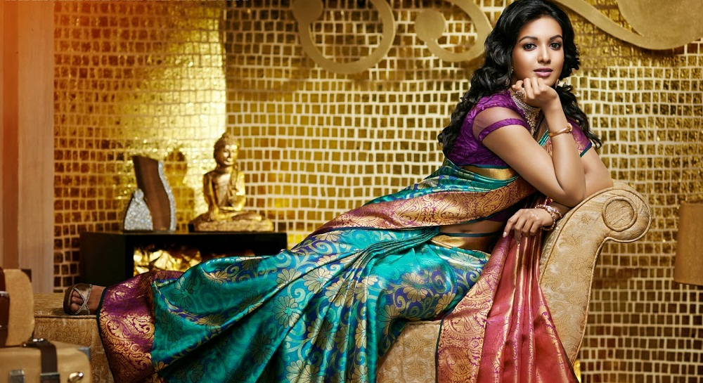 Tricks to Look Slim in Designer Saree