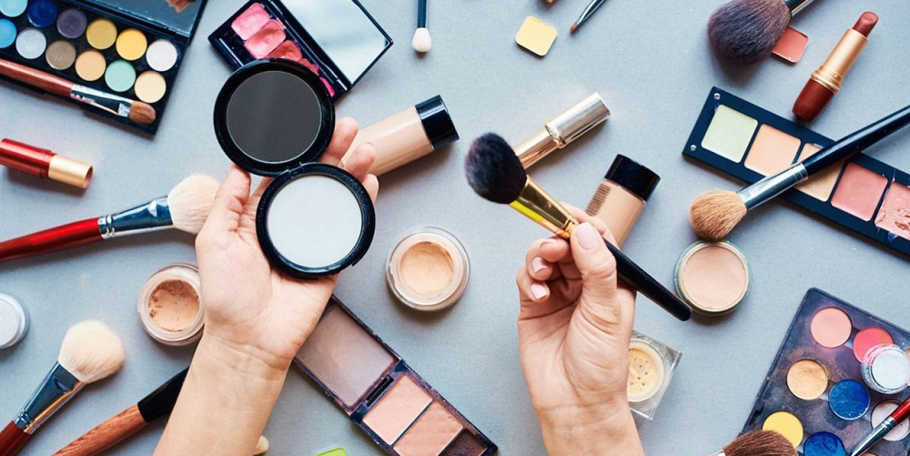 Ensure The Makeup Artist Is Using Good And Genuine Products