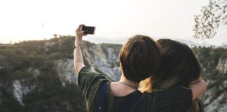 Choosing A Phone Provider That Suits Your Healthy, Outdoors Lifestyle